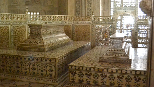 The tomb of Mumtaz Mahal with Shah Jahan next to her